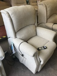 Celebrity Regent Standard lift/Rise Recliner Chair