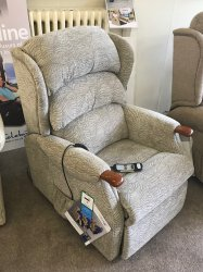 Celebrity Westbury Petite lift/Rise Recliner Chair