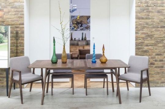 Willow Valley Table, 4 Chairs & 2 Carvers